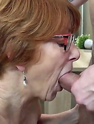 How a slutty granny fucks - comment baiser une mamie salope