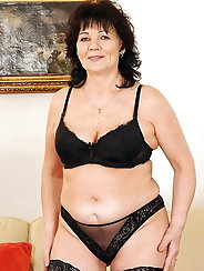 Incredible mature grandma is posing almost naked