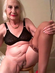 Russian mature milf is posing undressed
