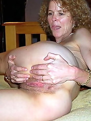 Big breasted mature whore likes oral sex so much