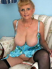 Russian older mama is baring it all on pix