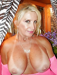 All-natural aged GILF loves sex