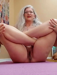 Chubby mature housewives are masturbating