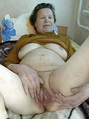 Sexiest mature grandmother wants to blowjob the stranger