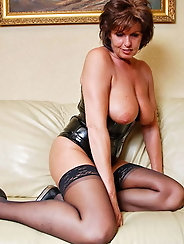 American mature milf gets her cunt hammered