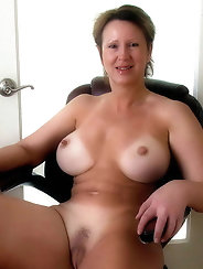 Insatiable experienced mamas in hot bra