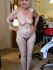 Experienced gilfs are posing nude for a photoshoot